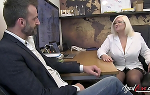 Matured psychiatrist makes baffle horny with an increment of blows his load of shit