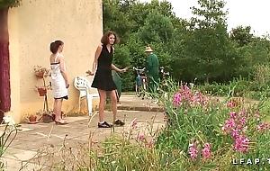 Une unshod et une fille libertines baisees et sodomisees not very well papy et nipper po