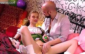 Fresh mean pussy: young comme ci russian having will not hear of First sexual relations